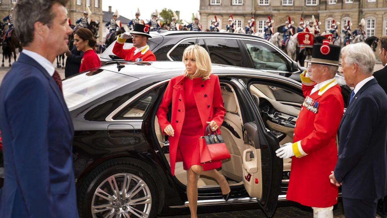 Den franske præsident, Emmanuel Macron, og den franske præsidenthustru, Brigitte Macron, ankommer til Amalienborg samme med kronprins Frederik og kronprinsesse Mary, hvor de hilsner på dronning Margrethe i forbindelse med, at den franske præsident er på officielt statsbesøg i København, tirsdag den 28. august 2018. (foto: Martin Sylvest/Scanpix Ritzau 2018)