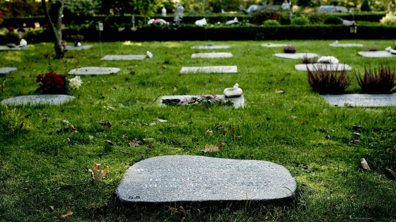 Danskerne vil nu have deres familiemedlemmers dødsannoncer på internettet og sociale medier, så flere kan se dem.