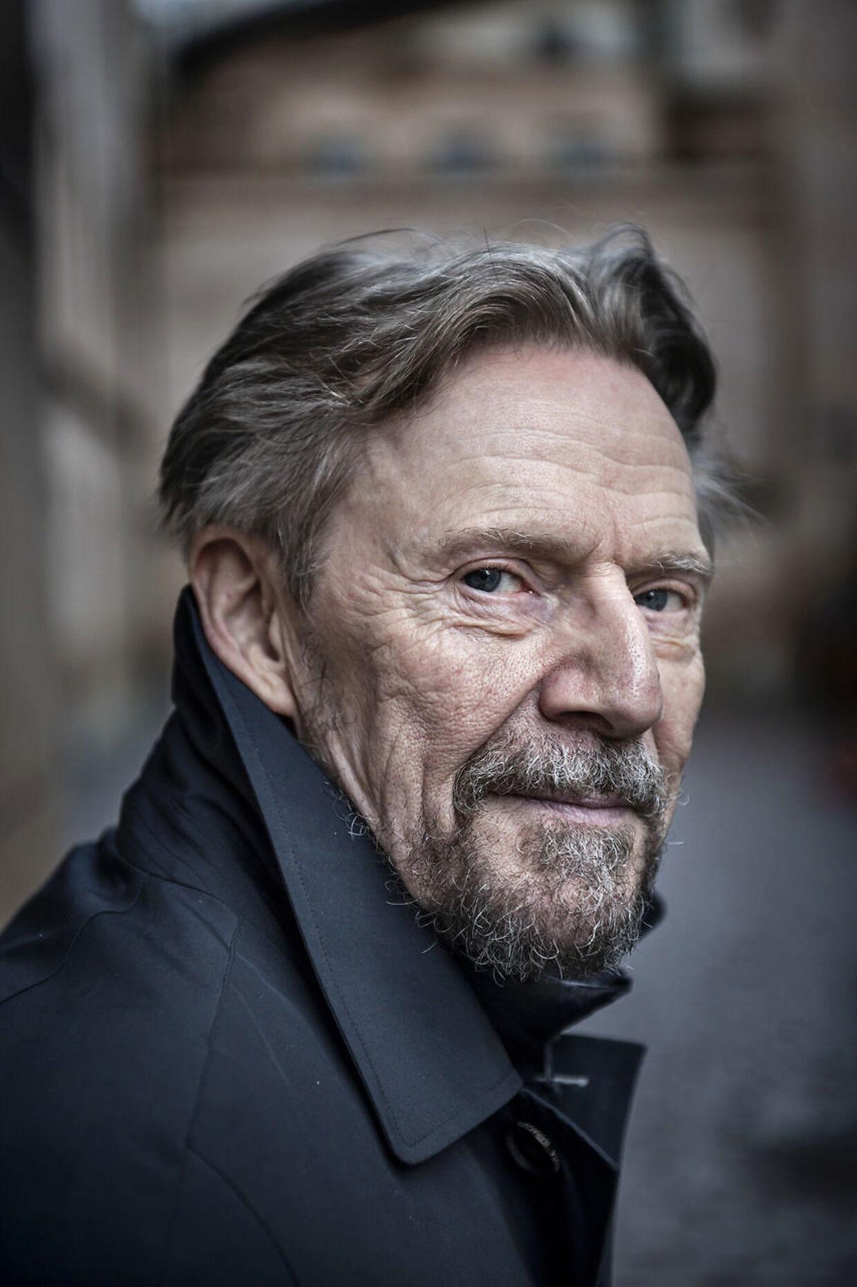 Skuespiller Jesper Christensen har svært ved at se sig selv på film uden at være meget kritisk.