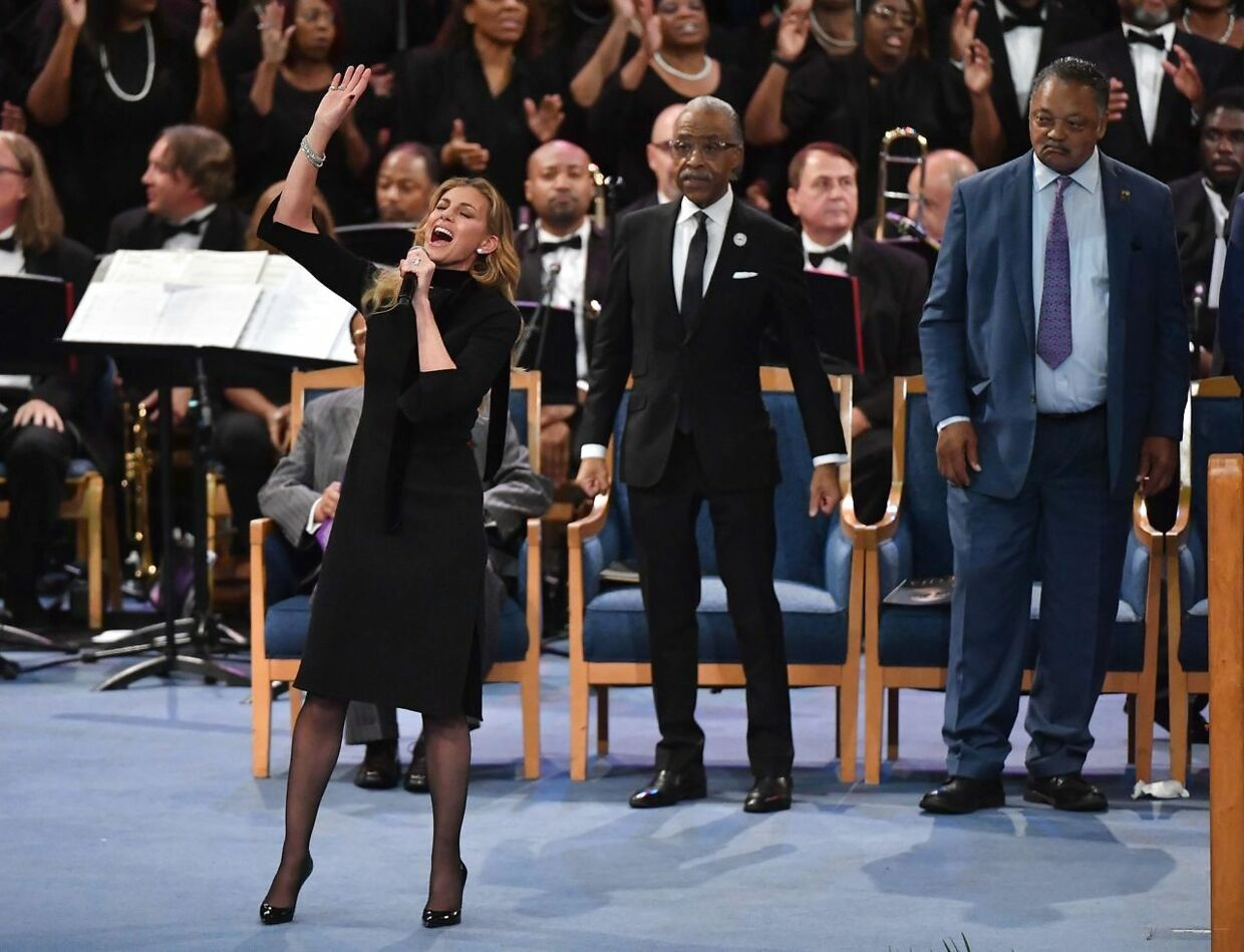 Faith Hill performs, as Rev Al Sharpton (C) and Rev, Jesse Jackson (R) listen, during Aretha Franklin's funeral at Greater Grace Temple on August 31, 2018 in Detroit, Michigan. (Photo by Angela Weiss / AFP)