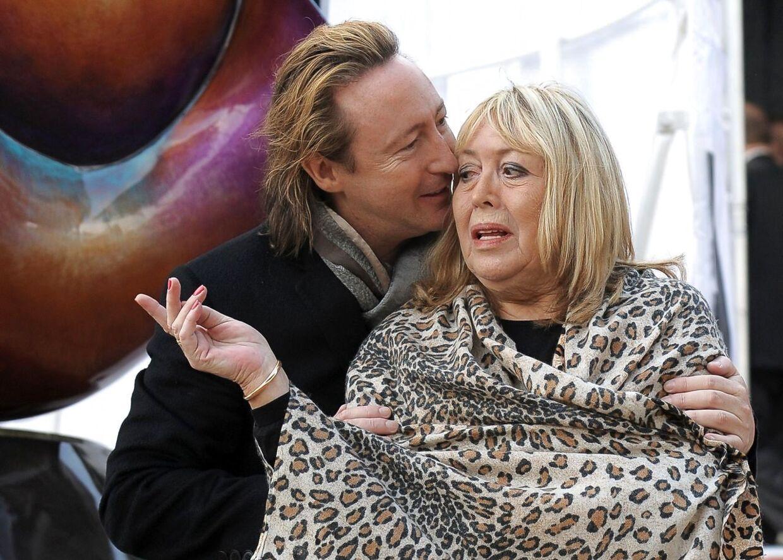 Julian Lennon sammen med sin nu afdøde mor Cynthia, John Lennons første kone.