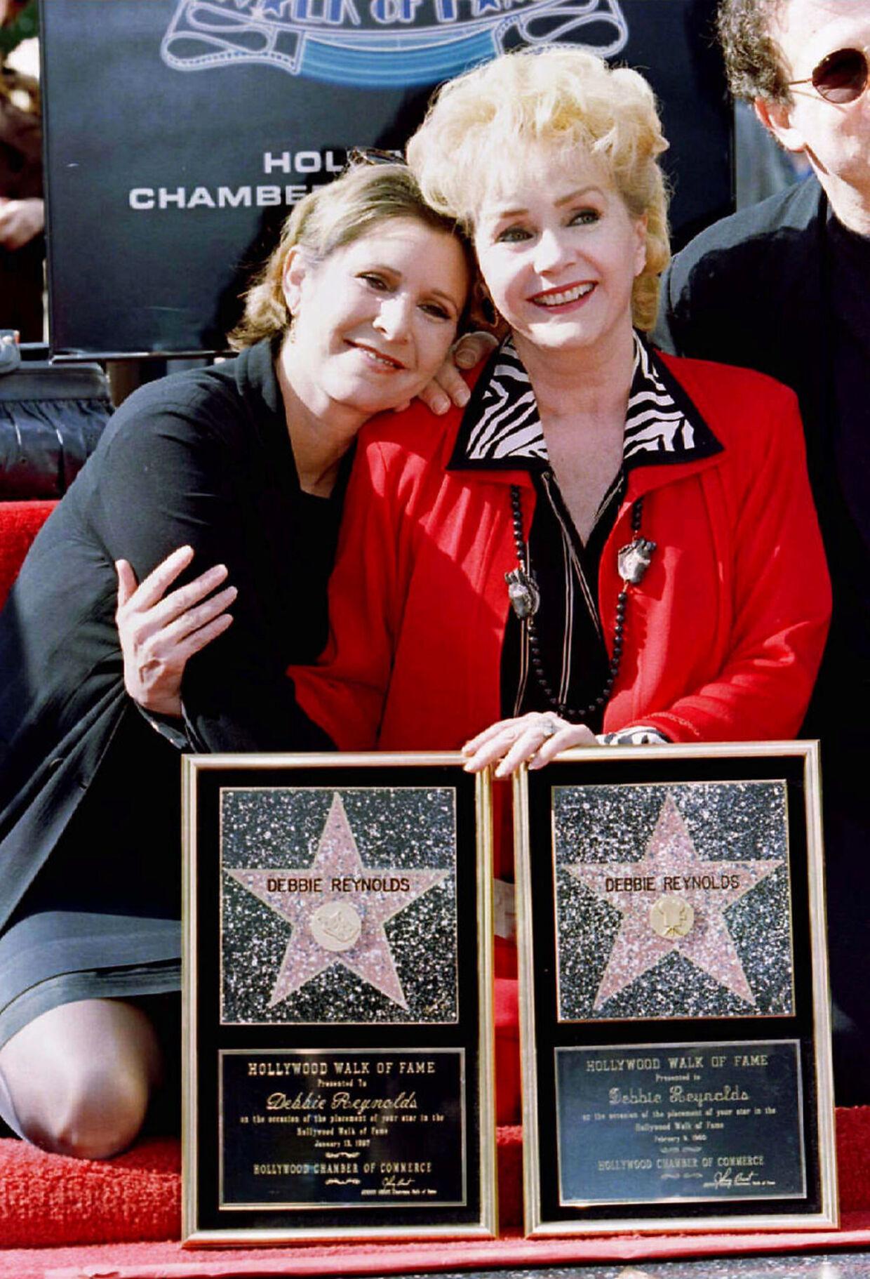 Carrie Fisher og Debbie Reynolds. Mor og datter døde med en uges mellemrum i 2016.