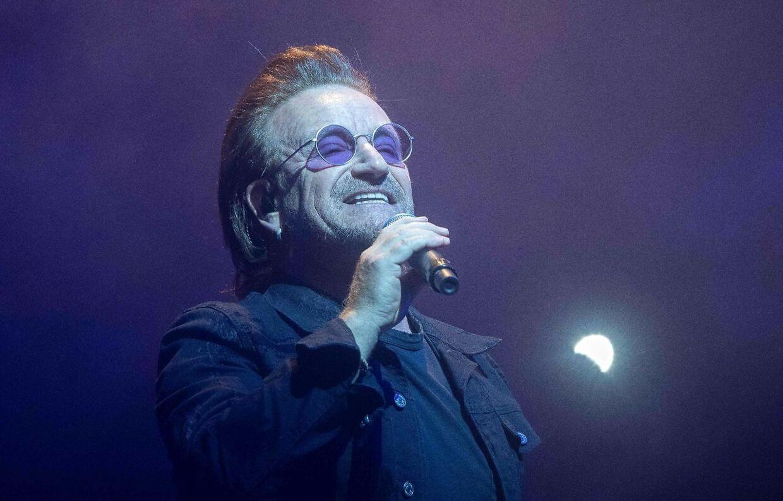 Forsangeren, 'Bono', på scenen i Berlin 31. august 2018.