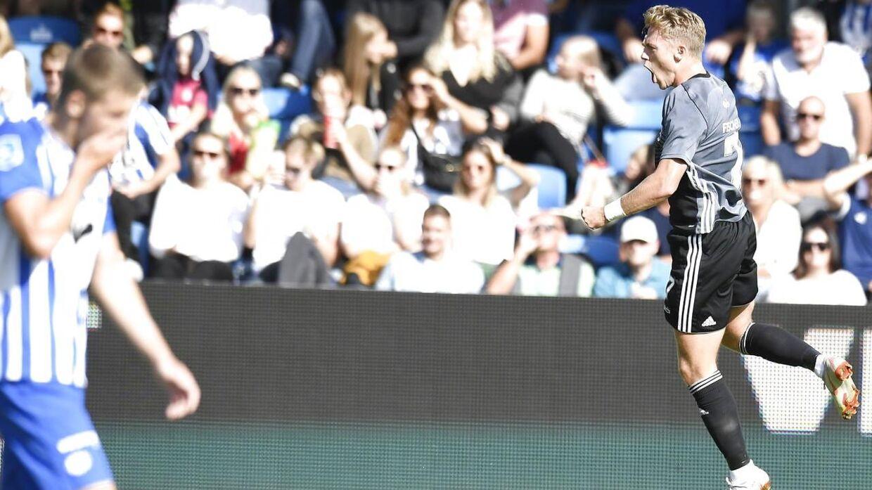 Viktor Fischer jubler efter sit mål mod Esbjerg.