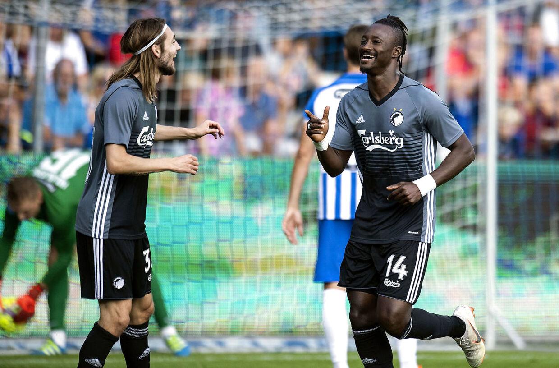 FCKs Dame N'Doye (14) har scoret til 0-1.Esbjerg møder FC København i Superligaen på Blue Water Arena i Esbjerg, søndag den 2. september 2018.