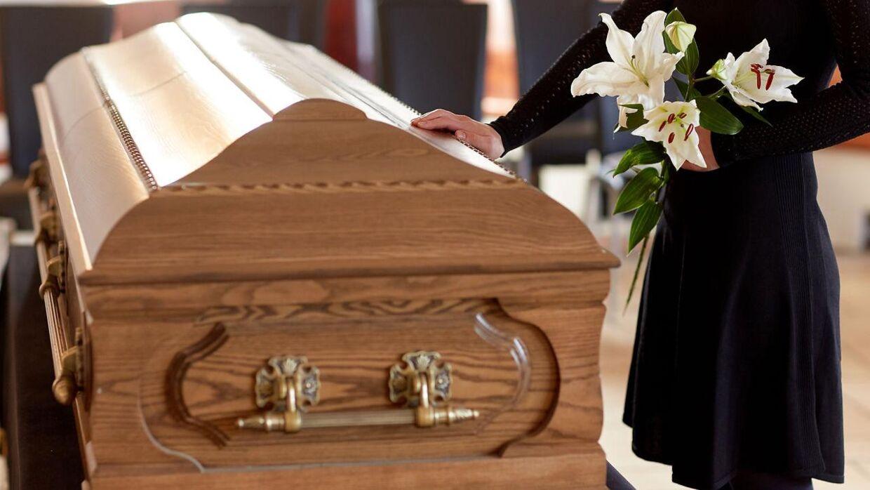 En mand fra Medway i England har stjålet sin svigermors lig fra en bedemandsforretning.