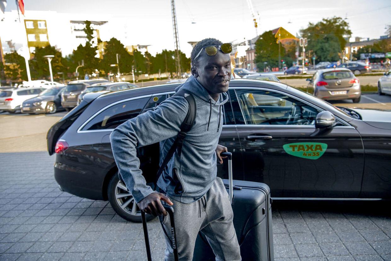 Pione Sisto ankom søndag aften også til hotellet.