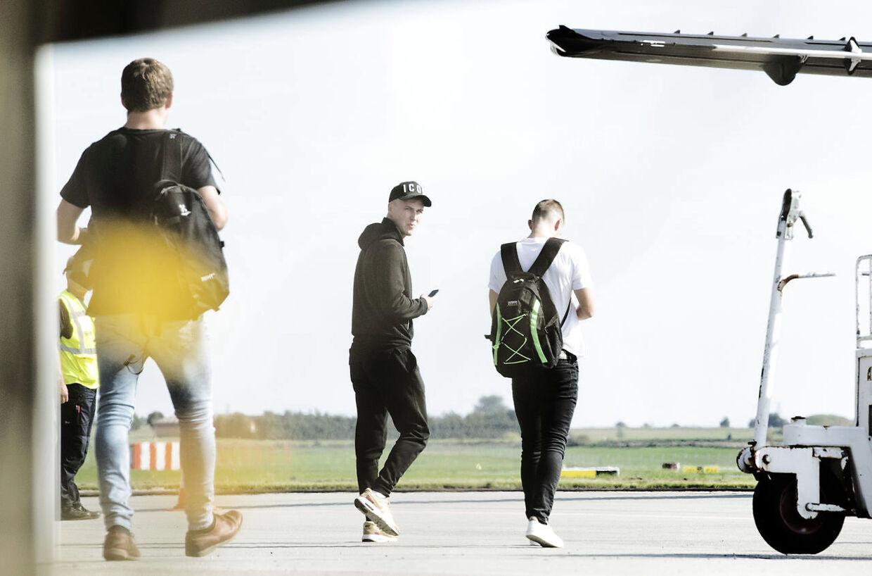 DBU har samlet et erstatningslandshold, der her letter fra Roskilde Lufthavn,.