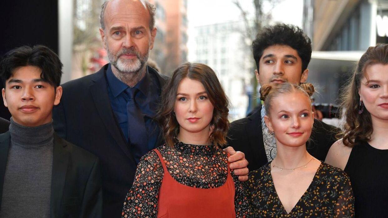Erik Poppe (nummer to fra venstre) står bag filmen om Utøya-tragedien, der benytter sig af en række nye, ukendte skuespillere.