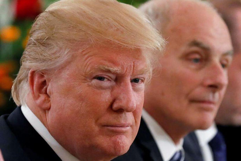 På overfladen virker det fint nok. Men ifølge en ny bog er forholdet imellem Præsident Donald Trump og hans stabschef John F. Kelly ikke det bedste.