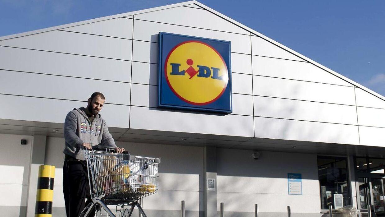 Lidl tager kampen op mod Føtex og varsler nu flere prisfald i kædens 115 danske butikker.