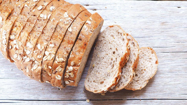 En skive af et solidt franskbrød af to cm tykkelse vejer typisk 40-60 gram. Arkivfoto.