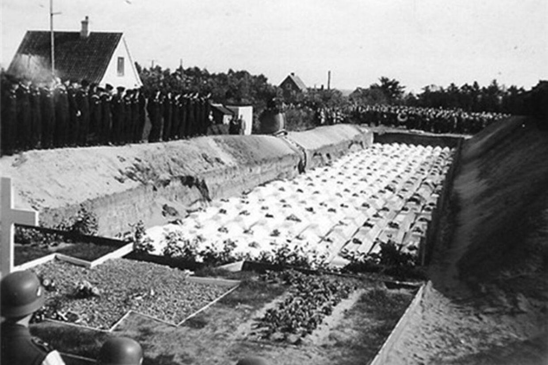 De mange hundrede døde efter M/S Pioniers forlis blev begravet ved en massebegravelse nær Frederikshavn. 333 mistede livet, 93 af dem er aldrig blevet fundet. Sea War Museum Jutland/Handout/Ritzau Scanpix