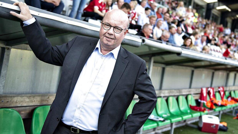 DBU-formand Jesper Møller poserer.