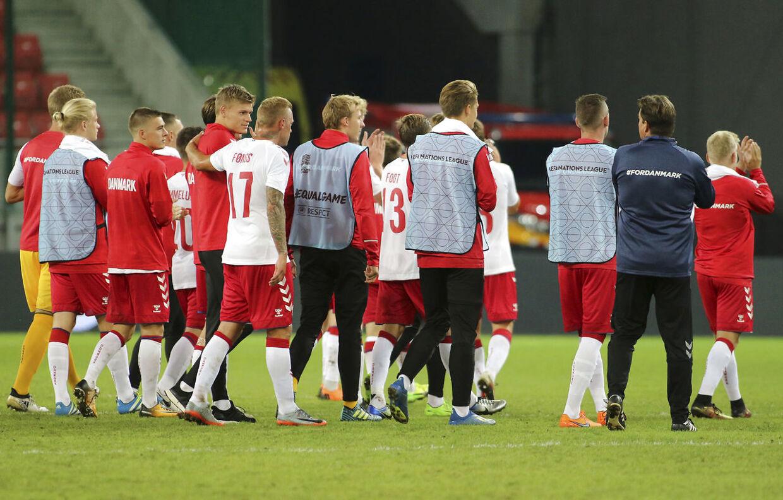 Vikarlandsholdet efter kampen mod Slovakiet.