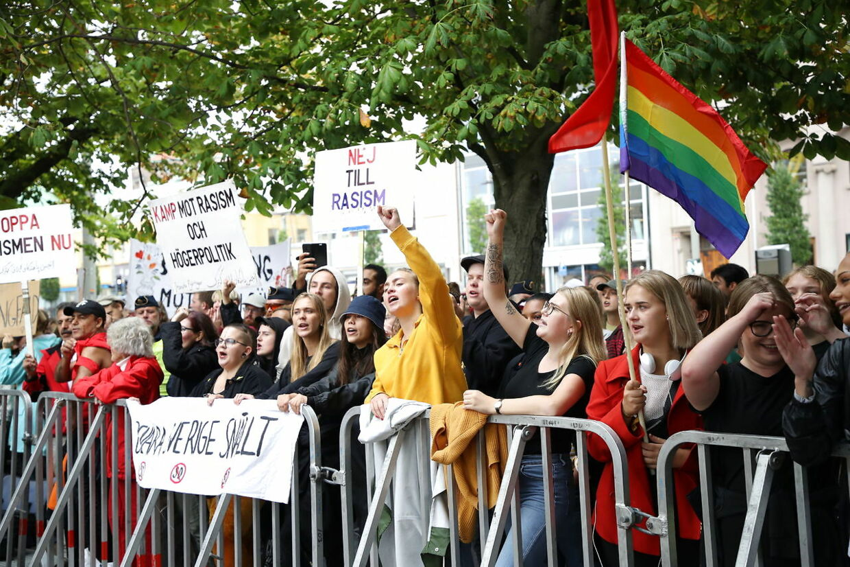 Demonstranter protesterer mod Sverigedemokraternas Jimmie Åkessons og hans parti i Gøteborg.