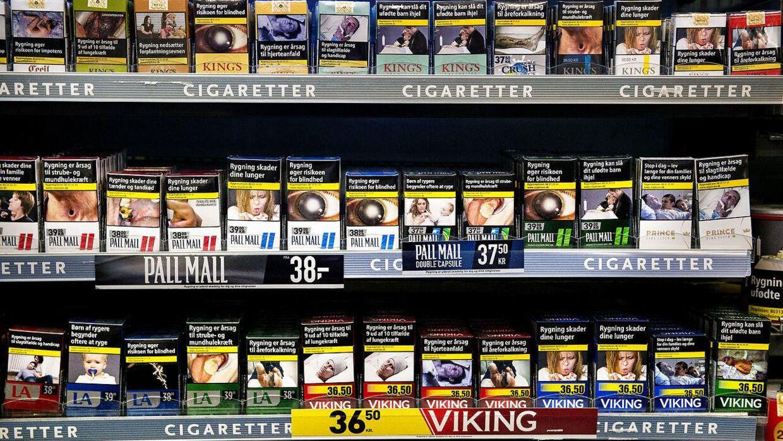 Ekspert frygter priskrig på cigaretter, efter en pakke Marlboro er blevet 2,5 kroner billigere.