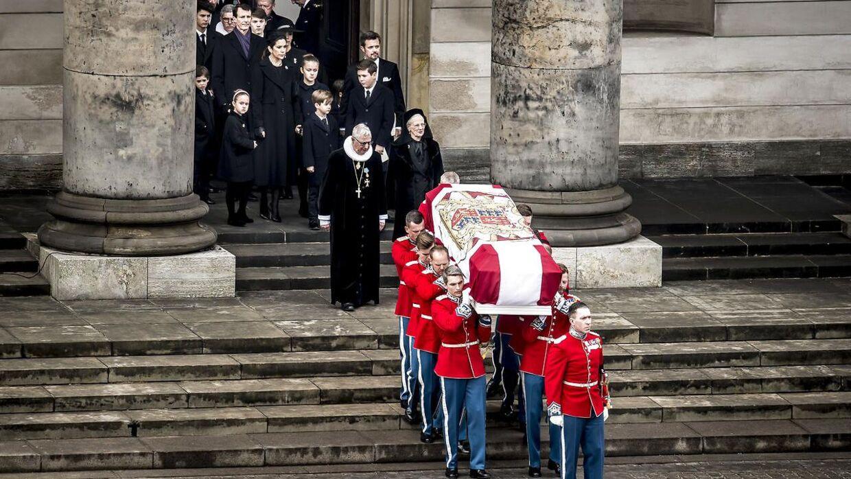 Prins Henriks kiste bæres ud, efter at han er blevet bisat fra Christiansborg Slotskirke i København, tirsdag den 20. februar 2018.