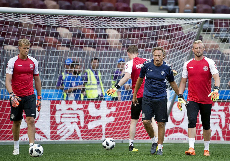 Målmandstræner Lars Høgh under VM sammen med Kasper Schmeichel, Jonas Lössl og Frederik Rønnow.