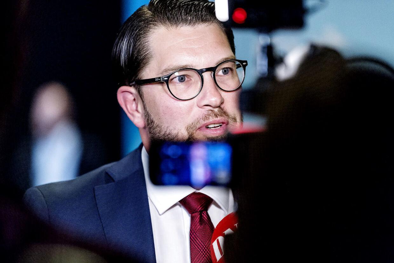 Valg i Sverige. Jimmie Åkesson fra Sverigedemokraterna under den sidste partilederrunde på svensk TV. Efterfølgende gik SVT ud og tog afstand fra Åkesson udtalelser, hvilket har ophidset Sverigedemokraterna så meget, at de har indkaldt SVT til krisemøde lørdag d. 8. september 2018.
