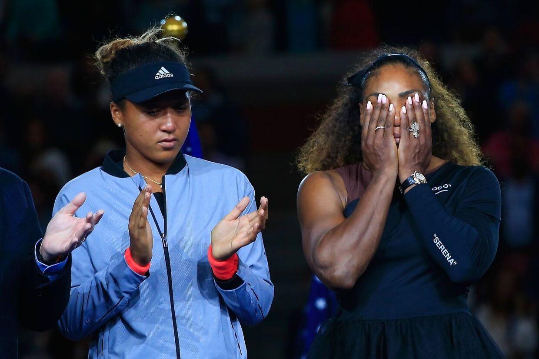 En vinder og en taber, Naomi Osaka (tv.) og Serena Williams.