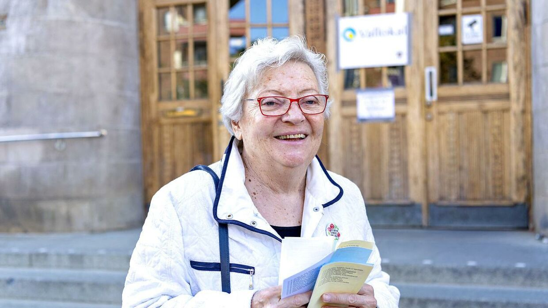 Valg i Sverige. Søndag den 9. september 2018 går svenskerne til valg. B.T. har talt med tre vælgere foran et valgsted i Stockholm. Her er det Birgitta, der stemmer på Socialdemokraterna.