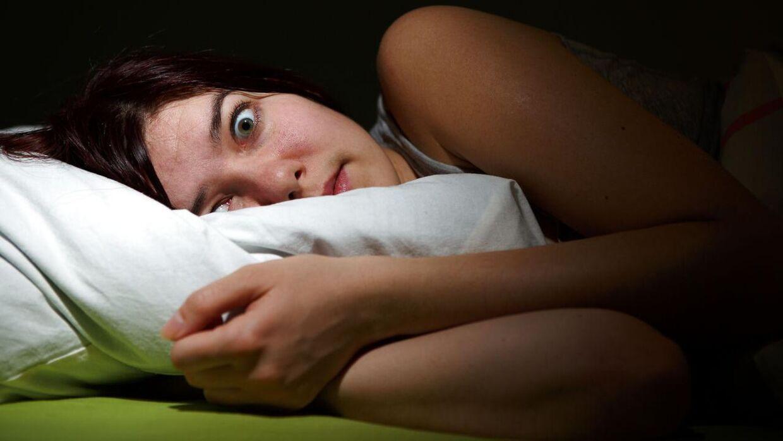 Det er ofte de samme drømme, som plager os igen og igen. Nu har en søvnforsker svaret på, hvorfor vi oplever nogle af dem. (Modelfoto/Scanpix)