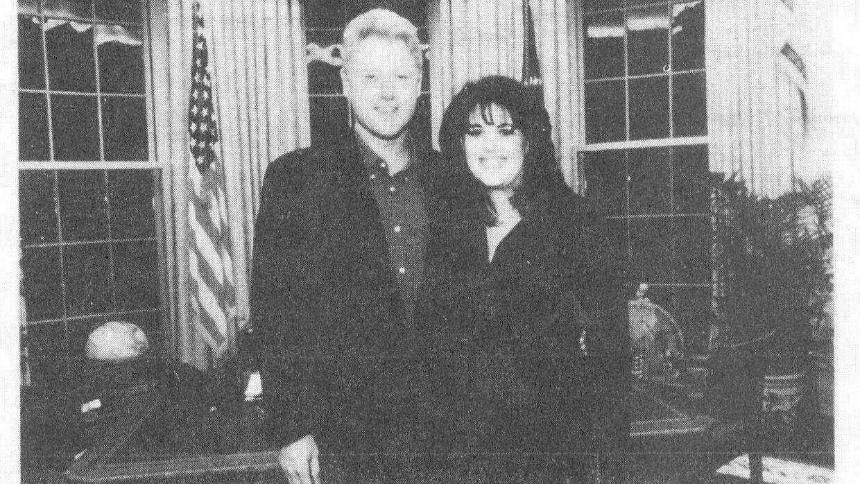 Dette foto viser den tidligere præsident Bill Clinton med hans tidligere praktikant Monica Lewinsky i Det Hvide Hus.