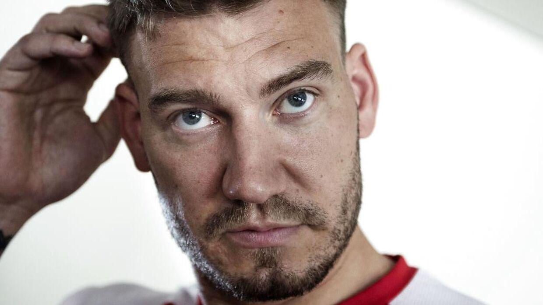 Nicklas Bendtner vil tirsdag eftermiddag for første gang kommentere på hændelsen, efter han søndag aften blev anmeldt for vold mod en taxachauffør.