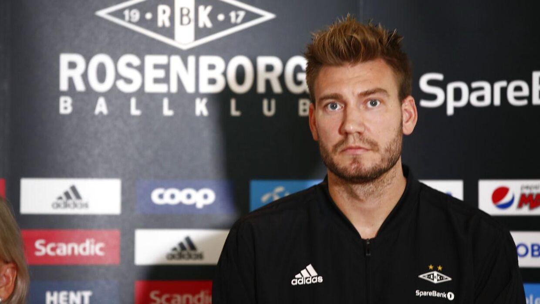 Nicklas Bendtner på pressemødet om sin voldssag.
