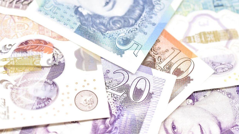 2,5 £ er en englænder sigtet for at have snydt sig til i Lotto.
