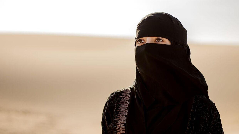 Arkivfoto. En mand er anholdt, fordi han spiste morgenmad med en kvinde i Saudi-Arabien.