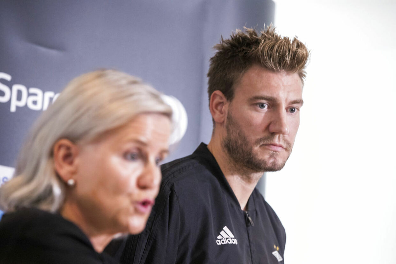 Nicklas Bendtner tav, mens Tove Moe Dyrhaug svarede på spørgsmål.