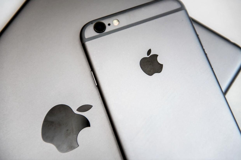 Iphone og Ipad fotograferet torsdag den 26. juli 2018. Apple har som det første selskab nogensinde nået en markedsværdi over 1000 milliarder dollar. Det skriver Ritzau, torsdag den 2. august 2018.. (Foto: Mads Claus Rasmussen/Ritzau Scanpix)