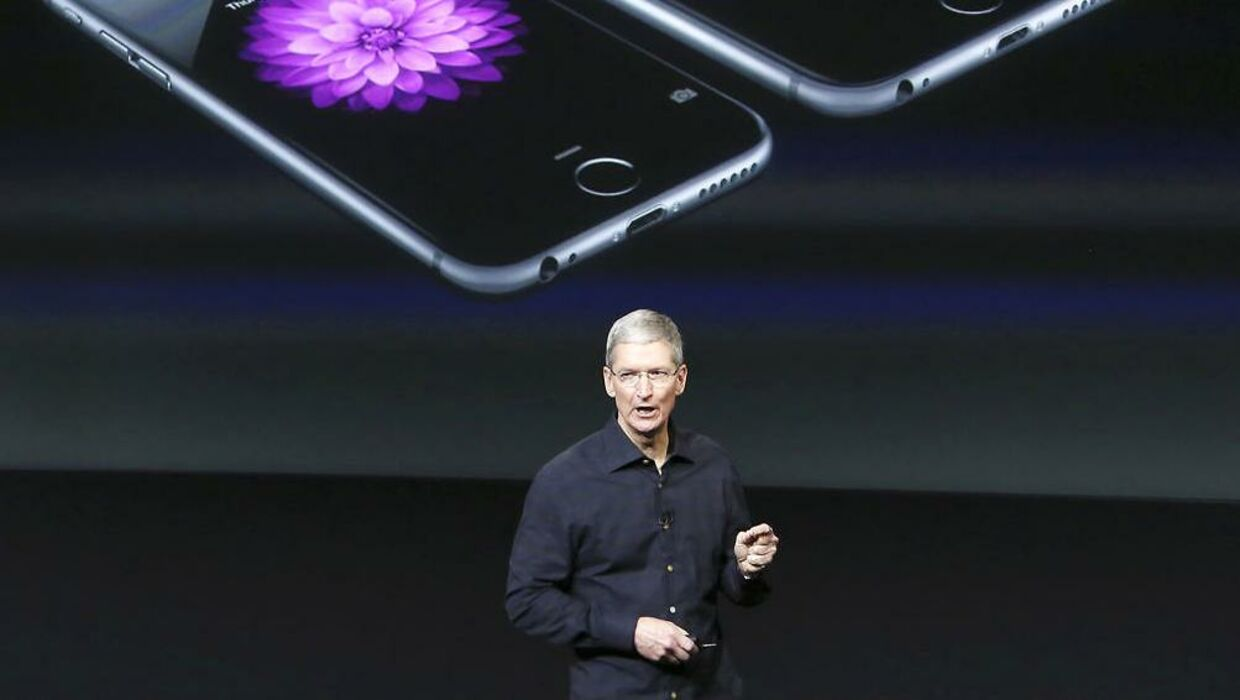 Her står Apples CEO Tim Cook under iPhones præsentationen i 2016