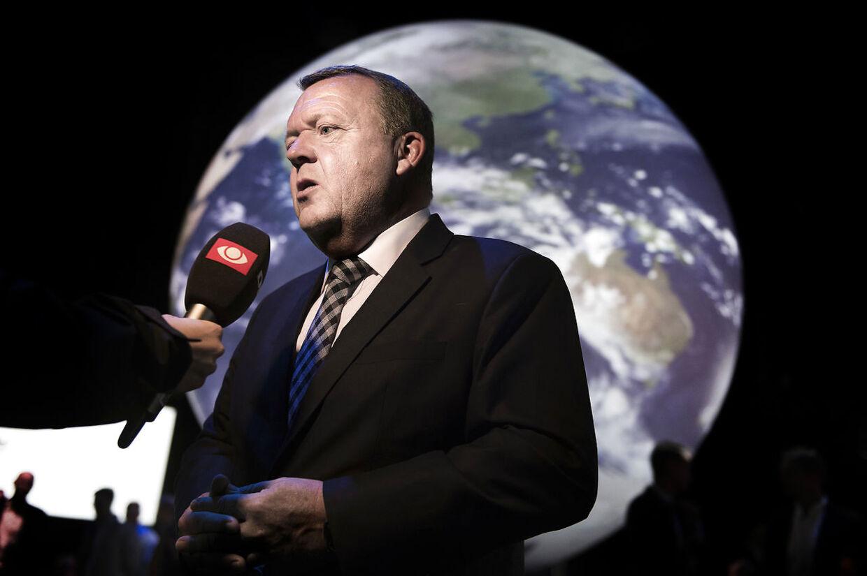 Statsminister Lars Løkke Rasmussen taler ved åbningen af Climate Planet på Thorvaldsens Plads. Climate Planet er en enorm globus på 24 meter i diameter og 20 meter i højden svarende til et 5 etagers højhus. Indenfor i globussen kan man opleve planeten i levende billeder. Onsdag den 12 september 2018