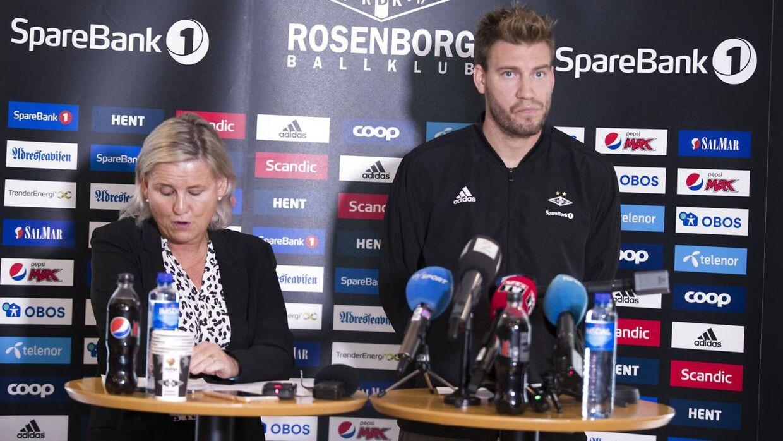 Nicklas Bendtner og Rosenborgs leder Tove Moe Dyrhaug var til stede på tirsdagens pressemøde.