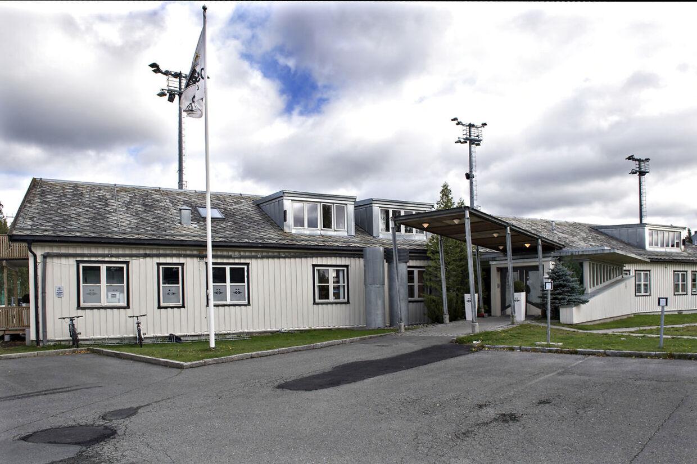 Dagen derpå var der tomt og stille foran Rosenborgs klubhus.