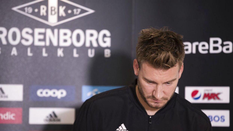 Nicklas Bendtner vil ikke komme på banen i de næste par kampe på grund af en skade i baglåret.