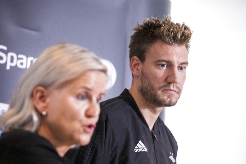 Rosenborg-boss Tove Moe Dyrhaug har fremlagt sagen på en pressekonference med Nicklas Bendtner.