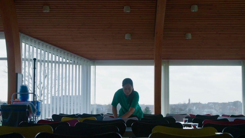 I de 10 år, Kae har været i Danmark, har hun gjort rent om aftenen.