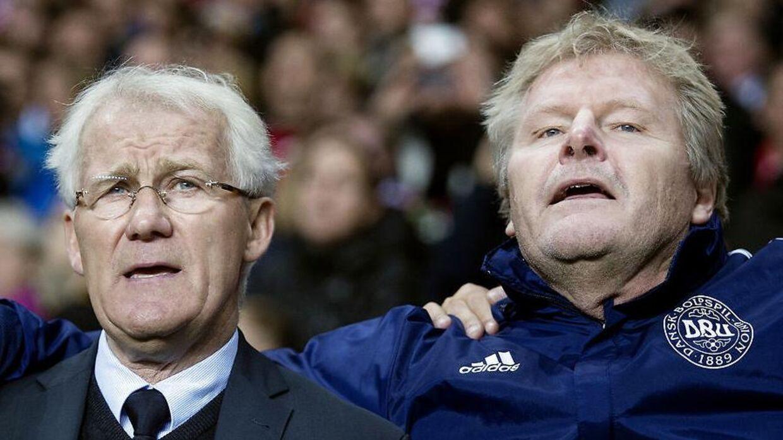 Landskamp mellem Danmark-Sverige. Morten Olsen og Peter Bonde før kampen