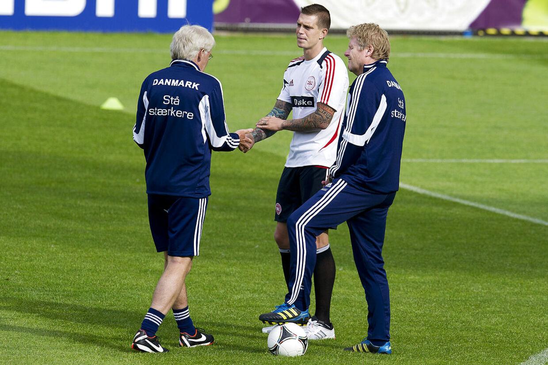 Peter Bonde sammen med Morten Olsen og Daniel Agger.