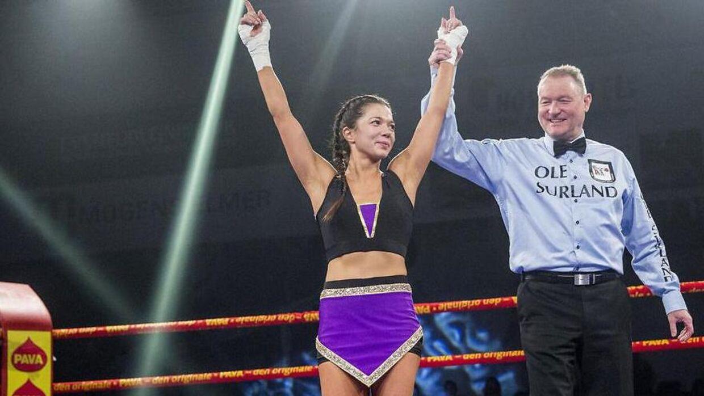 """Danish Fight Night i Frederiksberg Hallerne. """"The Dancing Queen"""" Sarah Mahfoud kendt fra Vild med dans, vandt sin debutkamp på 29 sekunder over Petra Podraska fra Tjekkiet i februar 2017."""