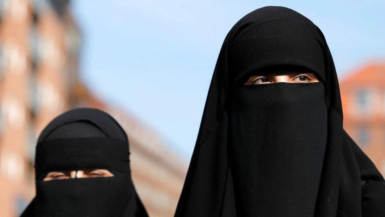 Mere end hver fjerde dansker mener, at troende muslimer skal afskæres fra at blive danske statsborgere. Uagtet andre hensyn.