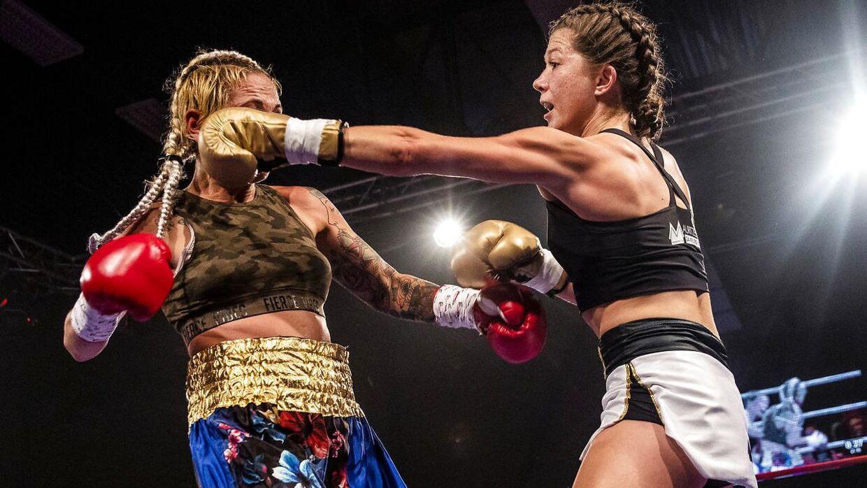 Sarah Mahfoud mod Vanesa Caballero ved Danish Fight Night i Frederiksberg Hallerne, lørdag den 15. september 2018.