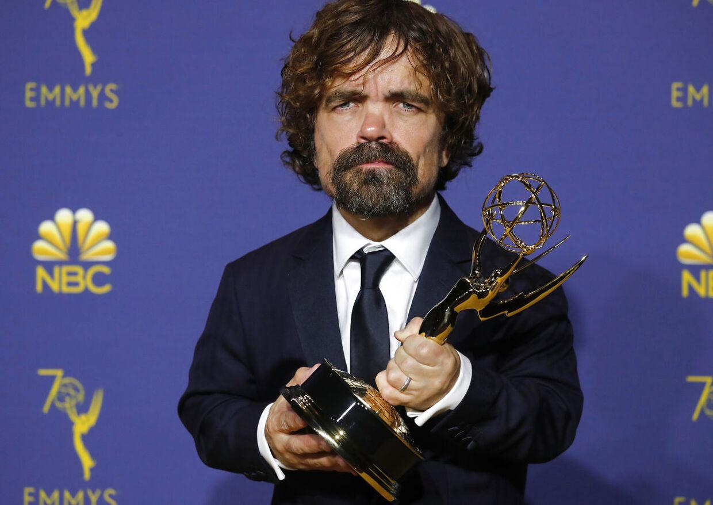 Peter Dinklage med sin Emmy for bedste mandlige birolle.