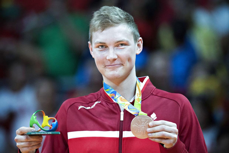 Så glad var Viktor Axelsen efter han ved OL i Rio 2016 havde vundet bronze.