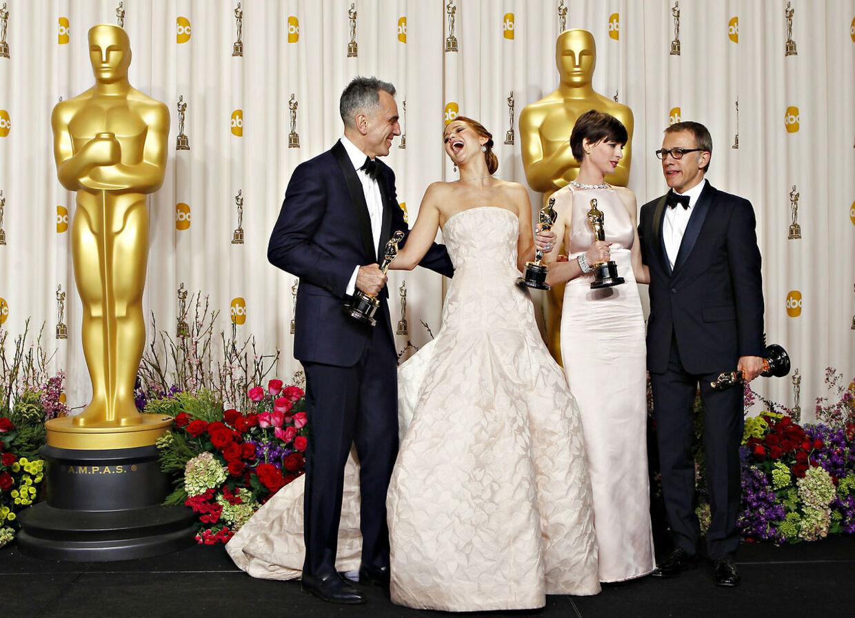 Daniel Day Lewis og Jennifer Lawrence, Anne Hathaway, Christoph Waltz.med hver sin Oscar.