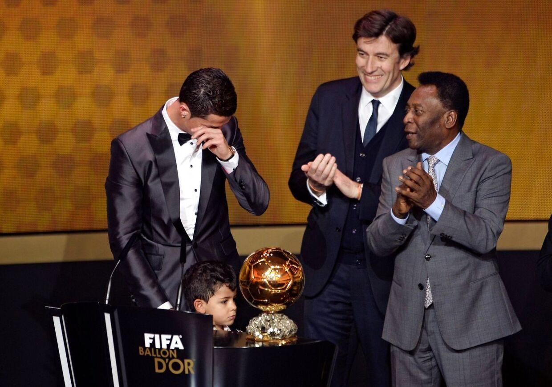 Real Madrids Cristiano Ronaldo blev mandag aften kåret som verdens bedste fodboldspiller i 2013.